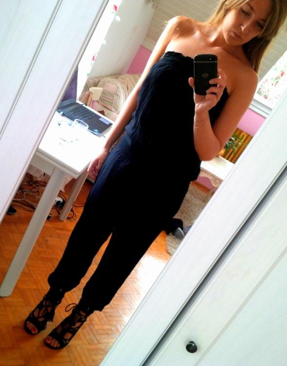 Mój styl Czarny kombinezon