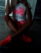 Neon & top Barbie