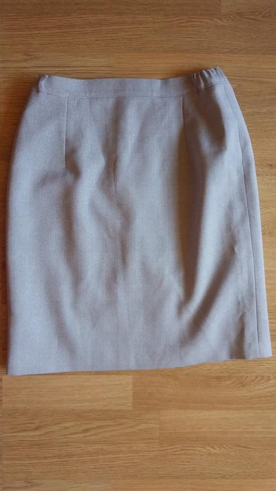 Spódnice klasyczna spódnica przed kolano