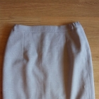 klasyczna spódnica przed kolano