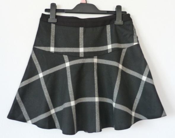 Spódnice Czarna spódnica w kratę Troll s 36