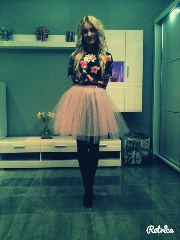 Imprezowe Tiulowa spódnica Smoriss top w kwiaty mohito
