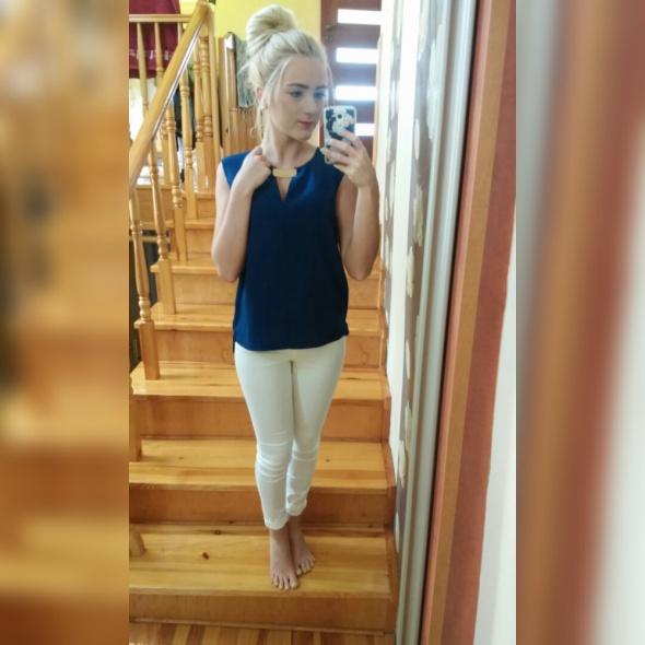 Eleganckie białe rurki elegancka bluzeczka z blaszką kok