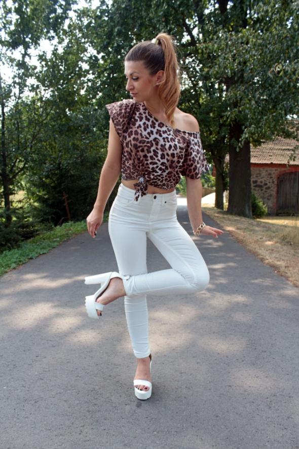 Blogerek white pants & leopard