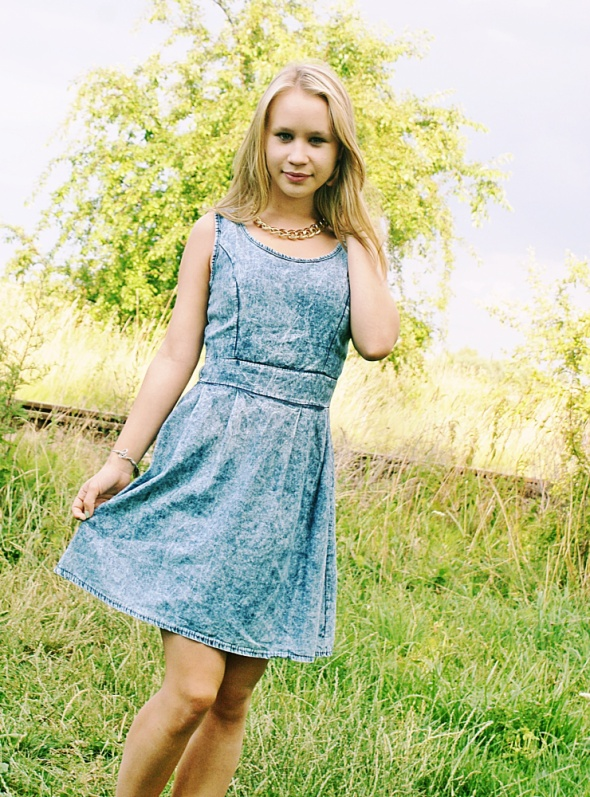 Blogerek Ala dżinsowa sukienka