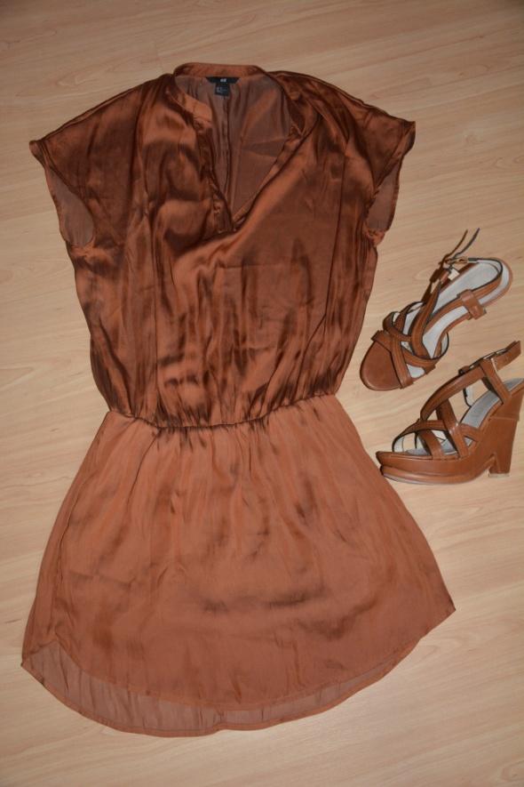 sukienka plus buty na koturnie