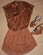 sukienka plus buty na koturnie...