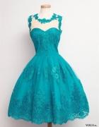 niebieska koronkowa sukienka...
