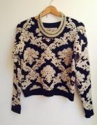 Sweter w barokowe wzory...