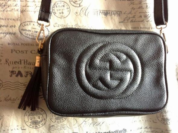 a83d1c2b896c4 Słynna torebka mała czarna Gucci z fredzelkiem w zamku w Torebki na ...