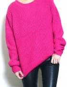 Różowy neonowy sweter