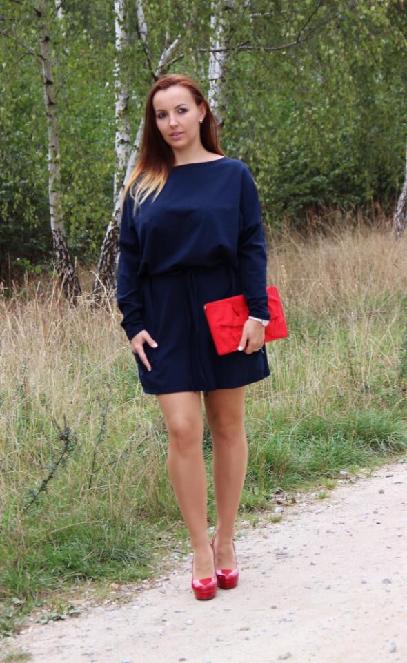 Blogerek granatowa sukienka