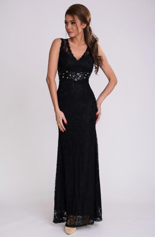 Czarna koronkowa suknia maxi