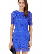 Niebieska koronkowa sukienka