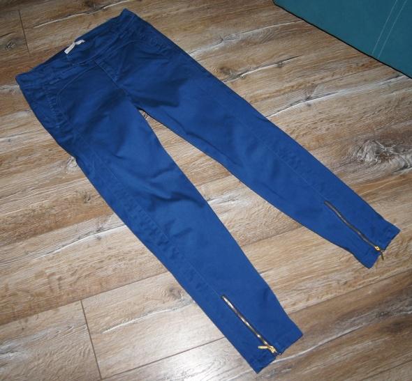 Spodnie Spodnie kobaltowe chinosy Stradivarius
