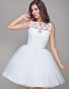 Biała tiulowa sukienka...