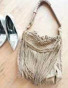brązowa torebka z frędzlami pleciona bershka