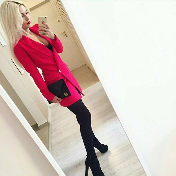Eleganckie elegancka czerwień