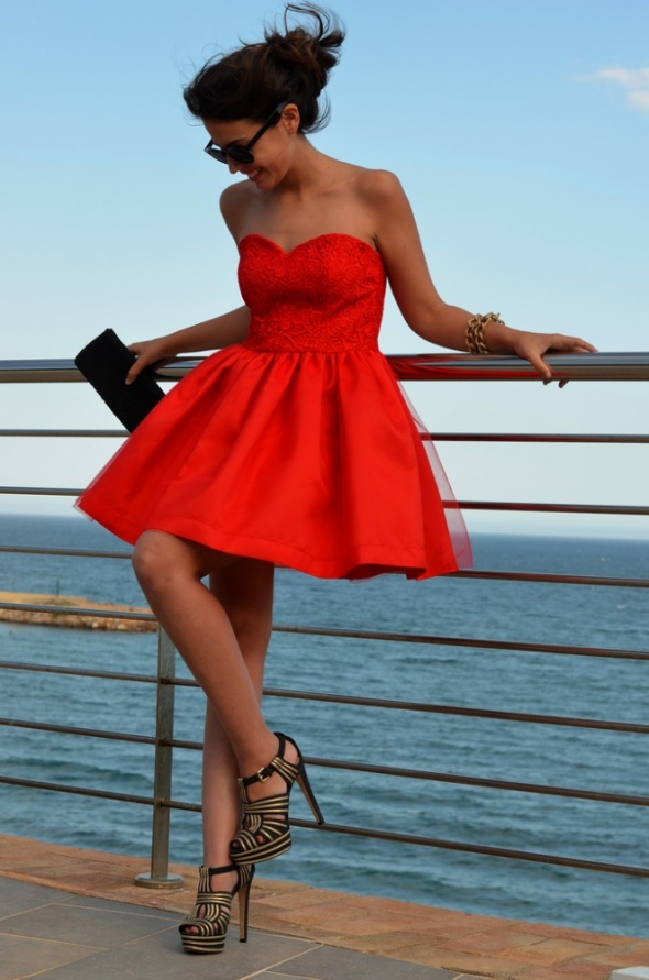Czerwona sukienka princesska...