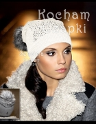 Biała czapka z cekinami pompon