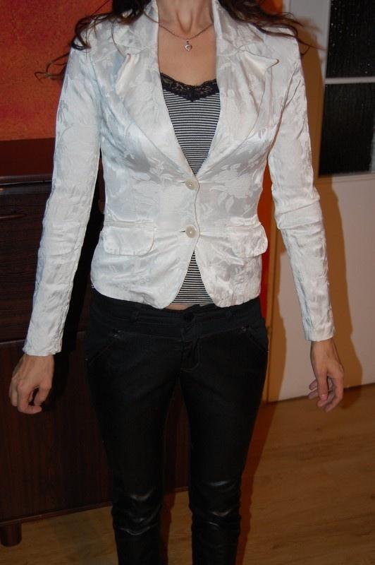 Biały żakardowy żakiet