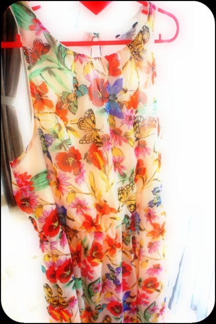 Ubrania Sukienka w kwiaty i motyle kolorowa