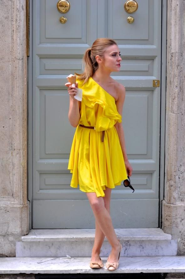 Kupie żółta sukienkę na jedno ramię 38...