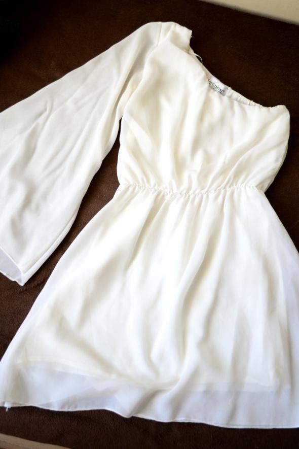 Biała sukienka na jedno ramię XS S M