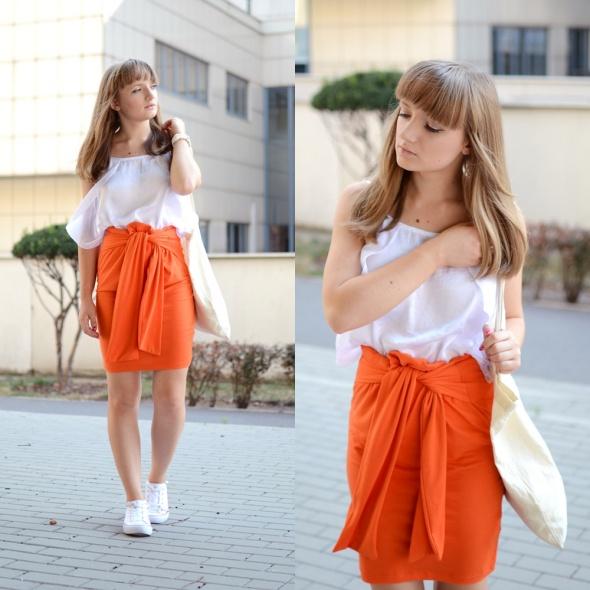Blogerek Pomarańczowa spódnica