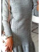 Sweterkowej sukienka falbana siwiec