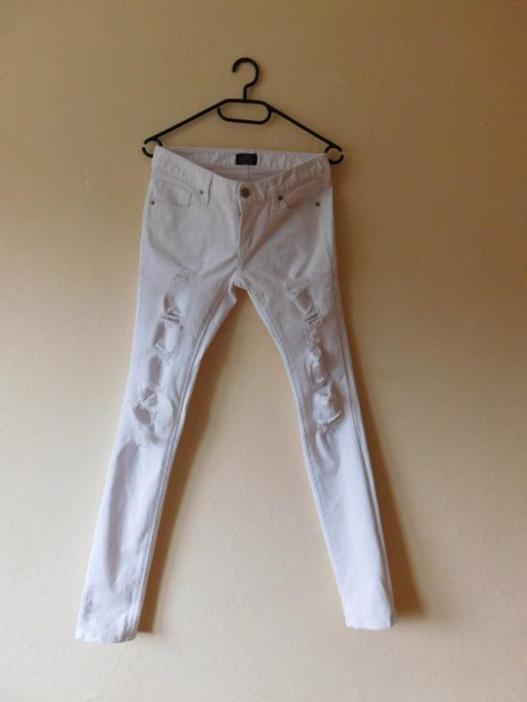 08055735e4c6b0 X Jeans białe spodnie dżinsy rurki dziury 36 w Spodnie - Szafa.pl