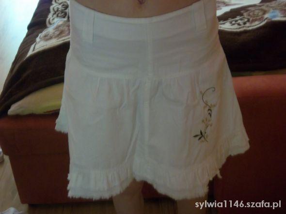 Spódnice Biała spódniczka wyszywana S
