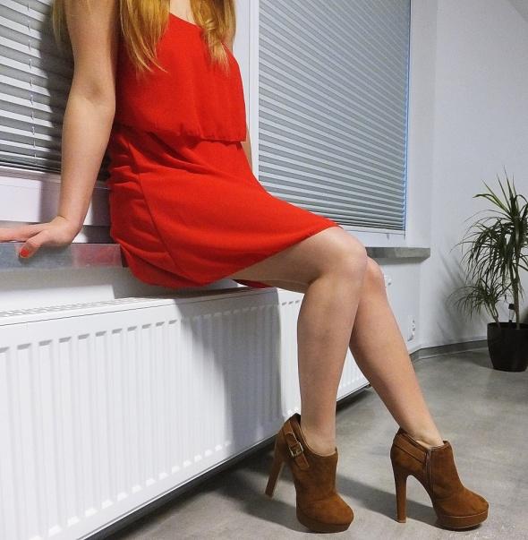 Eleganckie Botki i Czerwona Mini