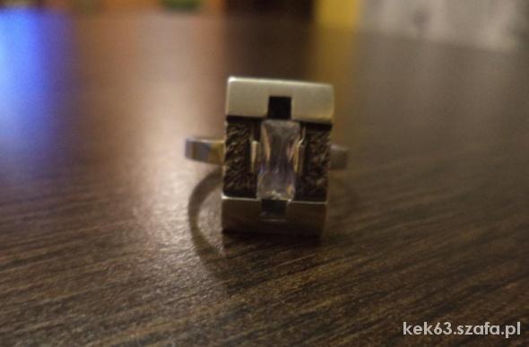 Pierścionek srebrny z cyrkonią r 19 średn wew 19