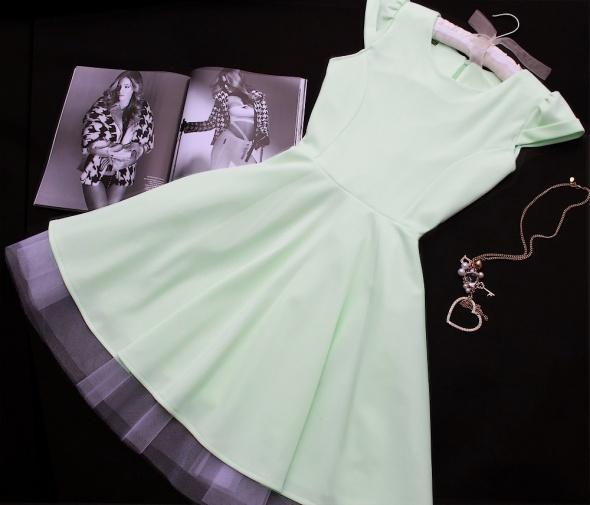 38 M mietowa sukienka rozkloszowana