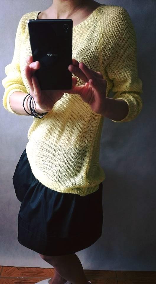 Codzienne Żółty sweterek z satynową kokardą