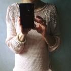 Sweterek z odkrytymi ramionami