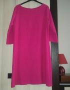 prosta różowa sukienka