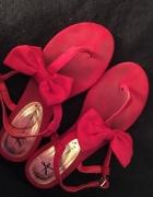 Sandałki z kokardką