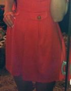 rozkloszowana koralowa czerwona sukienka mini