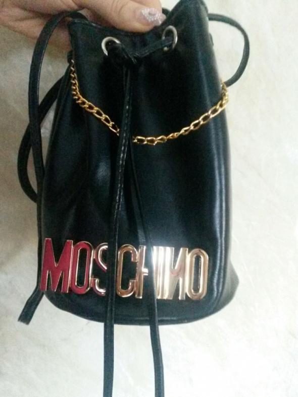 e48e9c39512f6 Mała torebka worek łańcuszek logo moschino w Torebki na co dzień ...