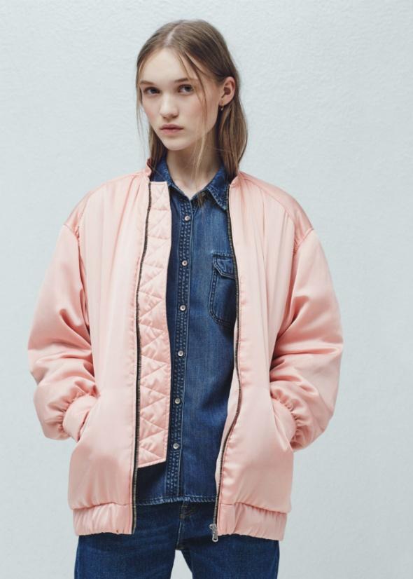 Pudrowy różowy bomber jacket Mango S...