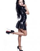 Czarna lateksowa sukienka z zamkiem
