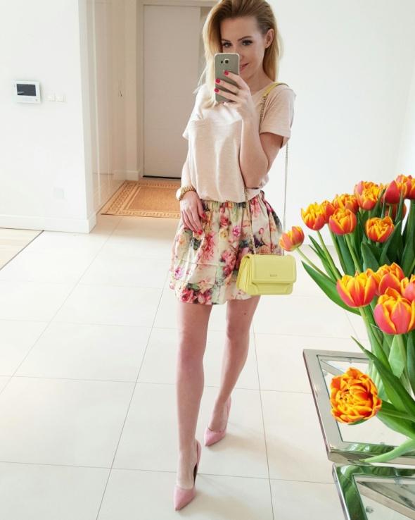 Mój styl Jedwabna spodniczka w kwiaty
