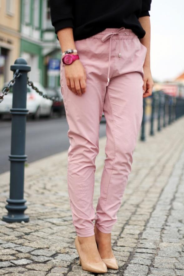 Ubrania spodnie