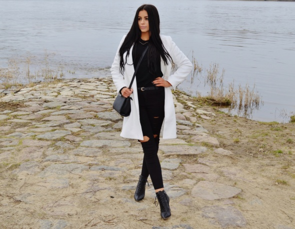 Blogerek biały płaszcz