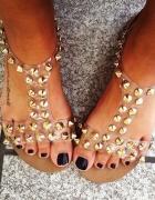 przezroczyste sandały z ćwiekami