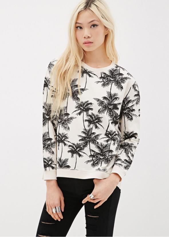 biała bluza w palmy