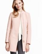 Pudrowy płaszcz H&M