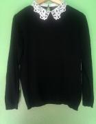 sweterek z koronkowym kołnierzykiem